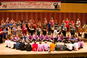 The youth-choirs on stage during the workshop concert. Photo by Jacob Mathiasen.